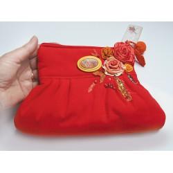 kopertówka czerwona z odpinaną broszką i kwiatami 3D